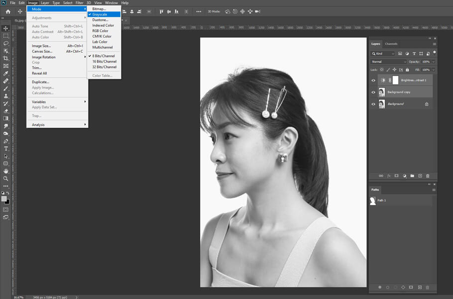 Convert image to grayscale using an adjustment layer - turn a photo into a line drawing